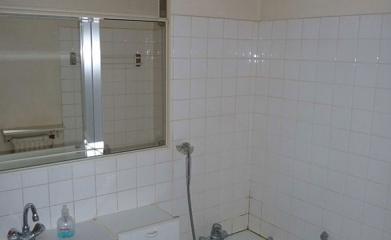 Transformation d'une salle de bains en salle de douche à Saint-leu-la-Forêt image 2